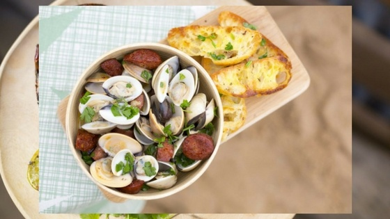 Suzuki_Beer-steamed clams with chorizo and garlic bread.jpg