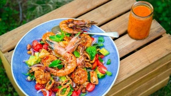 Suzuki_Peri-peri prawn, Calamari and chickpea salad