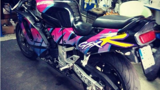 awesome Suzuki bike decals and airbrush art